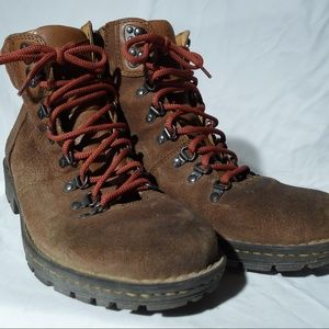 Born Hiking Boots - Brown Suede